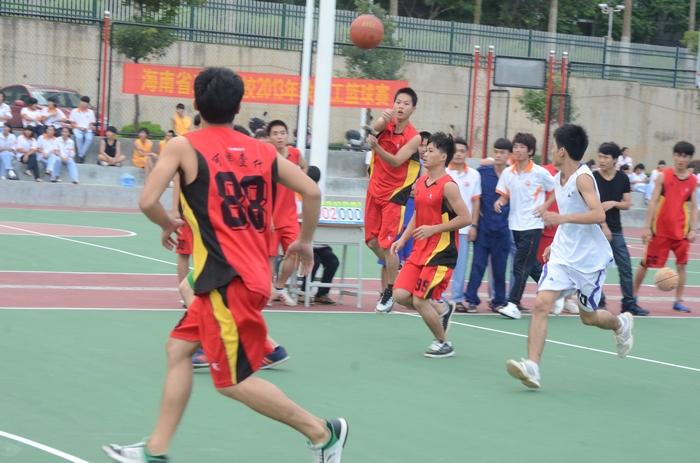 海南省工业学校新闻--激情飞扬显活力 灯光球场展风采