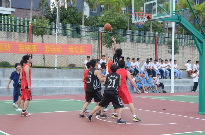 """""""迎新杯""""篮球赛是我校的一项传统赛事,每个学年开始的第二个月开始"""
