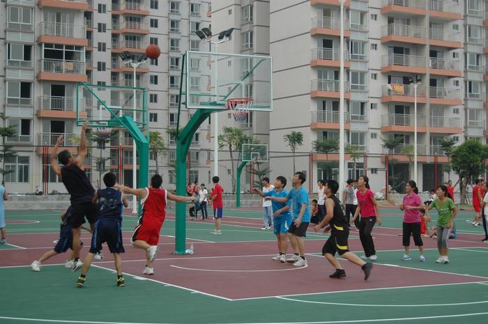 海南省工业学校新闻--我校教职工篮球赛激情开赛