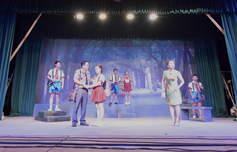 2016年海南省高雅艺术进校园——琼剧《父爱如山》专场演出走进我校